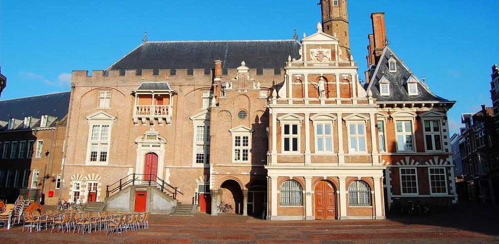 Trouwen-in-stadhuis-Haarlem-door-Mirjam-Buys-Trouwambtenaar